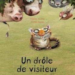 Un drôle de visiteur, Eléonore Thuillier et Clotilde Gloubely, éditions Frimousse, 2015. Thème : différence/tolérance/humour